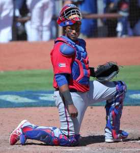 Martin Maldonado behind the plate for Puerto Rico. (Credit:  DAVID SANTIAGO / MIAMI HERALD STAFF