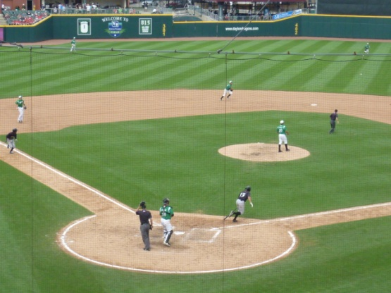 This turned into that 4-6-3 double play to end the top of the eighth....Where's that horrible photography tag?